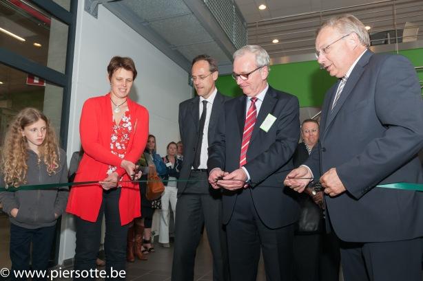 Inauguration du complexe biopharmaceutique par MM. Broze et Pcequeur, en présence d'André Antoine, ministre wallon de l'Emploi et de la Formation.