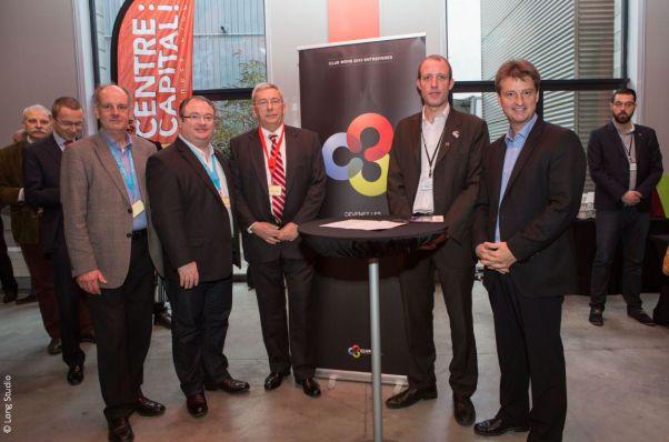 De droite à gauche autour de la bannière du Club Mons 2015 Entreprises: Olivier Chastel, Frédéric Fontigny, Pilippe Godfroid, Olivier Destrebecq et Philippe Baise.
